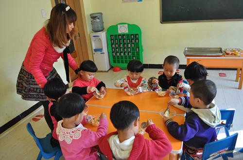 """磐石市朝族幼儿园开展""""节约教育,从幼儿抓起""""活动"""