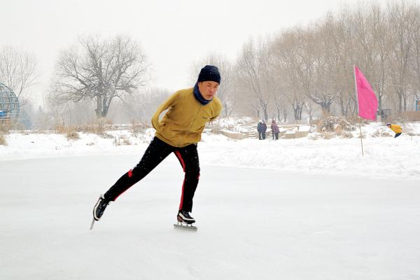 石明 独臂滑冰爱好者自立自强 -吉林市文明网图片